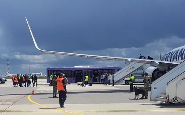 23日、ミンスクの空港に強制着陸させられたライアンエアー機=ロイター
