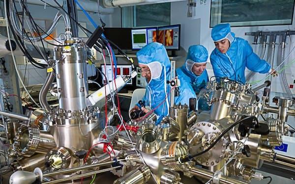 レースの舞台は最先端の走査型トンネル顕微鏡の中(CNRS提供)