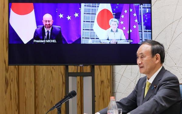 EU首脳とテレビ会議形式で協議する菅義偉首相=内閣広報室提供
