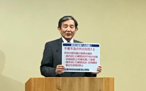 時短要請の解除を発表する和歌山県の仁坂吉伸知事(28日、和歌山市)