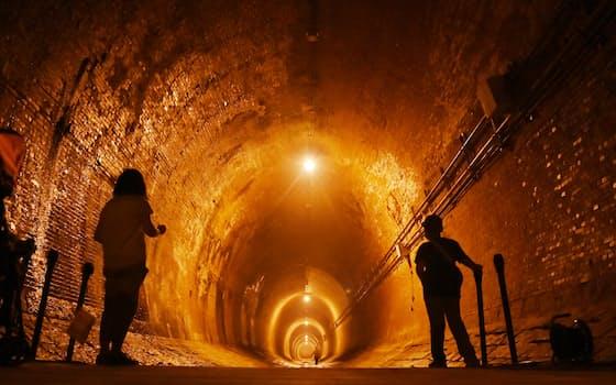 日本初の河川トンネルとして1901年に完成した湊川隧道(神戸市兵庫区)=柏原敬樹撮影