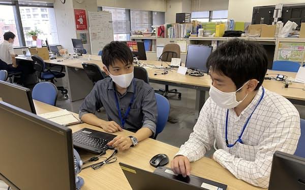 神戸市でデジタル化専門官を務める宇都宮さん(右)