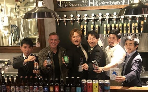 代表理事の片岡哲也柿田川ブリューイング社長(左から3番目)らが設立総会を開いた(5月28日、沼津市)