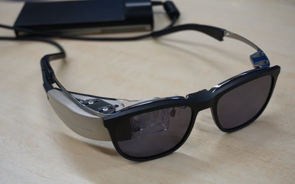 QDレーザが開発する眼鏡型端末