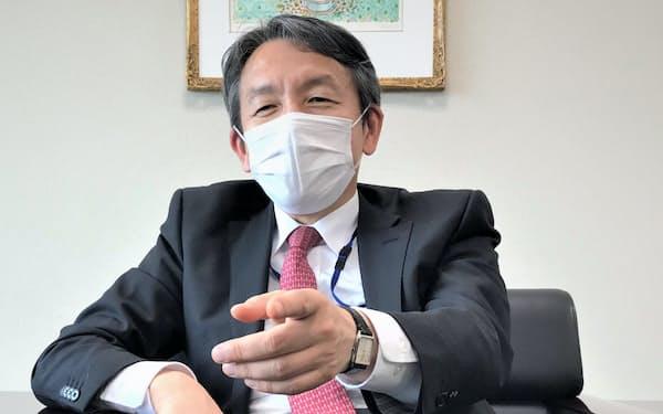 取材に応じるASTIの波多野淳彦社長