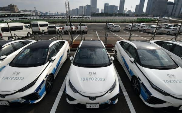 東京五輪・パラリンピックで車両基地となる「築地デポ」に駐車された大会関係車両(25日、東京都中央区)=代表撮影