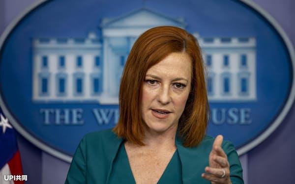 米ホワイトハウスで記者会見するサキ大統領報道官(25日)=UPI共同