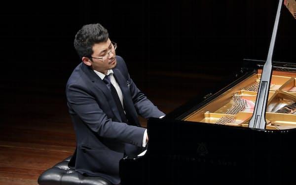 ピアニストの三浦謙司=飯島 隆撮影