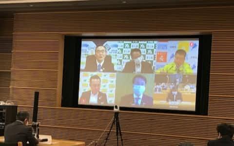 43人の知事がオンラインで出席し、国への緊急提言を議論した(29日午前、東京都千代田区)