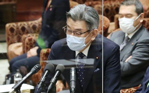 衆院予算委で答弁する武田良太総務相