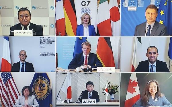オンラインで開催されたG7貿易相会合に出席した閣僚ら。左上は梶山経産相、中央下は茂木外相(27日)=経産省提供