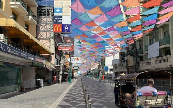 「バックパッカーの聖地」とされるバンコクのカオサン通りでは大半の店がシャッターを下ろす(5月30日)