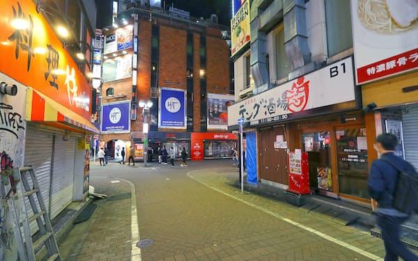 2度目の緊急事態宣言発令で閑散とする東京・渋谷の繁華街(1月)