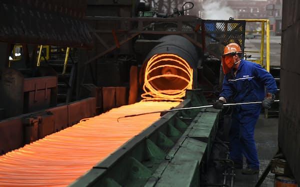 中国の鉄鋼メーカー(山東省)=AP