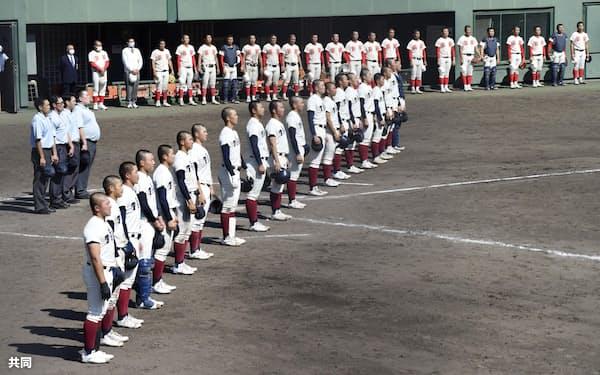 春季近畿大会決勝で智弁学園を破った大阪桐蔭の選手たち=共同
