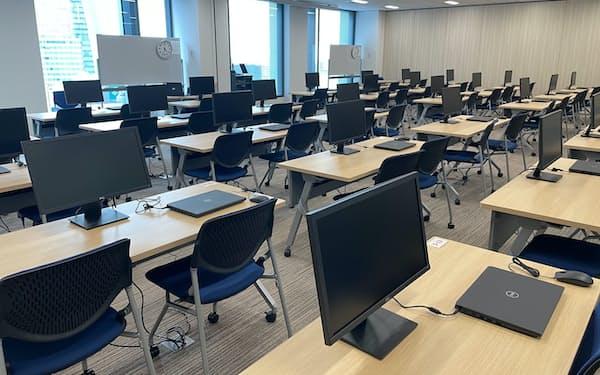 オービックが名古屋支社に開設した研修施設