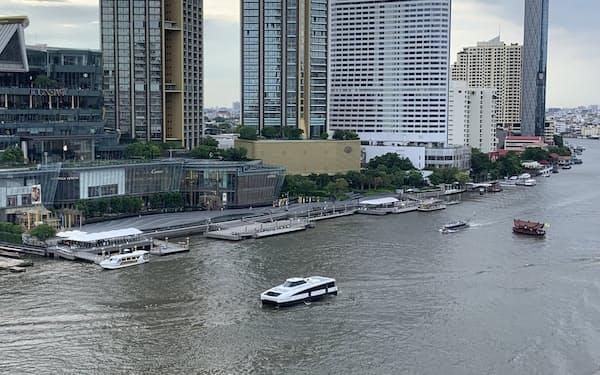 タイの不動産市場では外国人の投資が冷え込む(5月、チャオプラヤ川沿いの高級コンドミニアム)