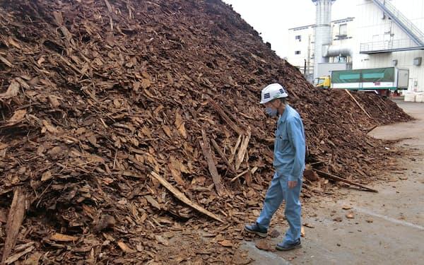 製材過程で出る樹の皮などを発電燃料にする