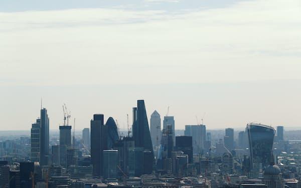 銀行や保険、資産運用会社などはロンドンのシティーやカナリーワーフから人員や資本を国外に移している=ロイター