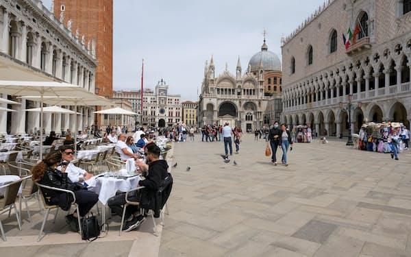 外国人の受け入れを再開しているイタリアでは観光客が戻りつつある(5月中旬、ベネチア)=ロイター
