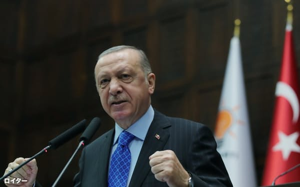 トルコのエルドアン大統領は1日からレストランなどの店内営業の再開を表明した=ロイター