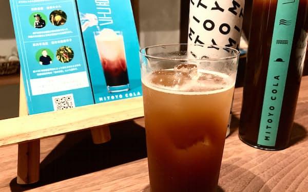 瀬戸内三豊コーラの炭酸割りは、スパイスの香りやミカンのまろやかさをストレートに感じられる