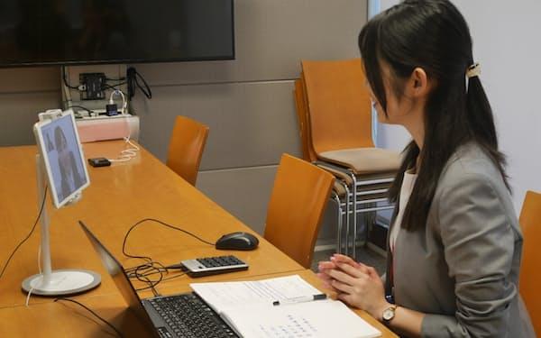 損保ジャパンは1次から最終までオンライン面接にする(1日、東京都新宿区)