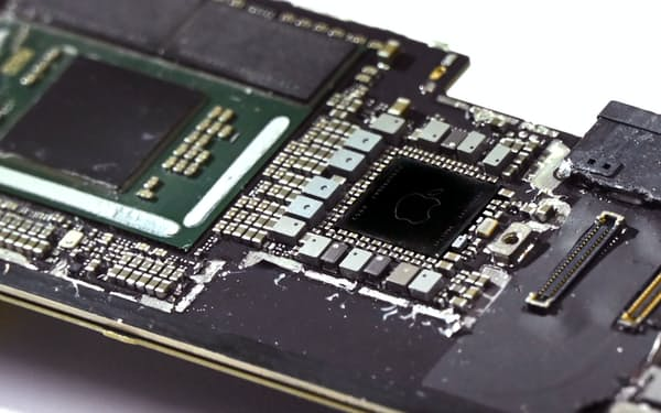 アップル社の半導体がついたiPadProのメイン基板