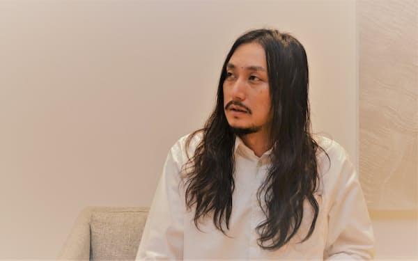 「スインギンドラゴンタイガーブギ」で文化庁メディア芸術祭マンガ部門新人賞を受賞した