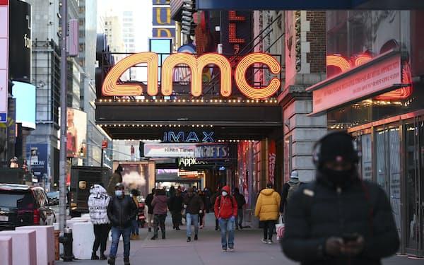 再開したAMCの映画館がコロナ禍前のように観客を集められるかは不透明だ(写真は3月5日、ニューヨーク)=AP