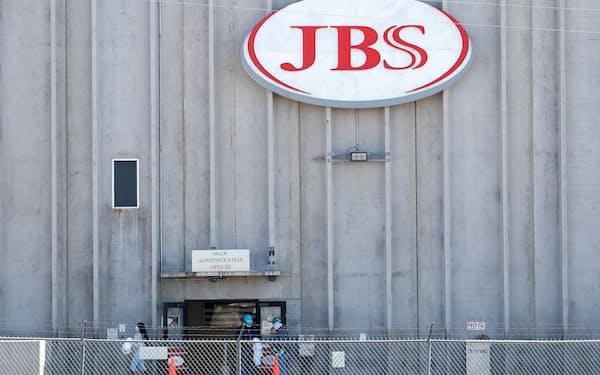ランサムウエア攻撃により北米と豪州の食肉加工処理場が停止した(コロラド州のJBSの加工施設)=ロイター