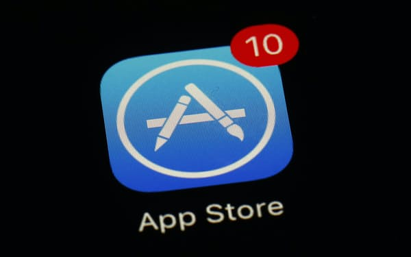 アップルのアプリ配信サービス上では約180万種類が配信されている=AP