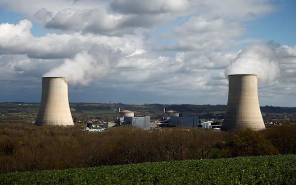 二酸化炭素(CO2)排出削減のために原発をに直す動きが出ている(フランスの原発)=ロイター