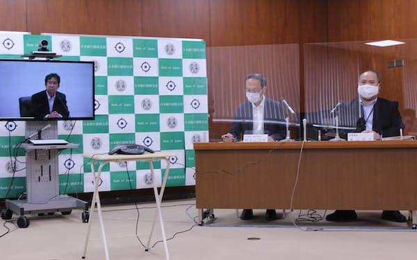 日銀の安達審議委員のオンライン懇談会・記者会見の様子(2日、静岡市)