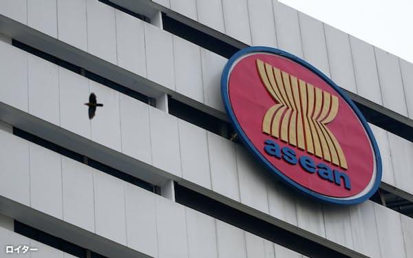 ASEANは議長国ブルネイの代表者とリム事務総長をミャンマーに派遣する方針(4月、ジャカルタ)=ロイター