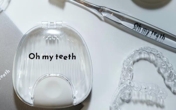 安価なマウスピースを使った歯科矯正を手掛ける