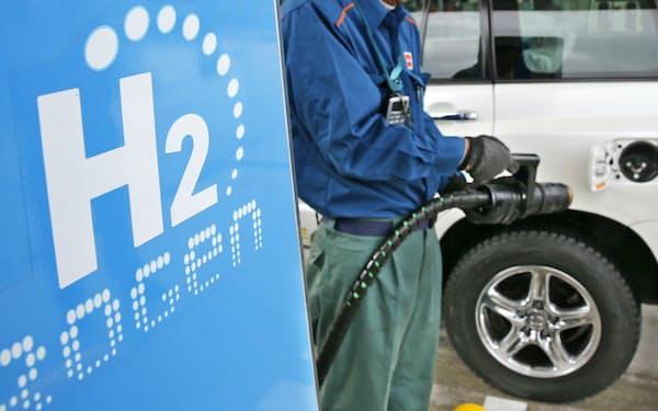 燃料電池車向けの水素ステーションは30年に今の6倍に増やす