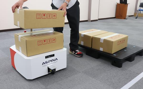 シナノケンシの搬送ロボットは小回りがきき、工場内で使いやすい