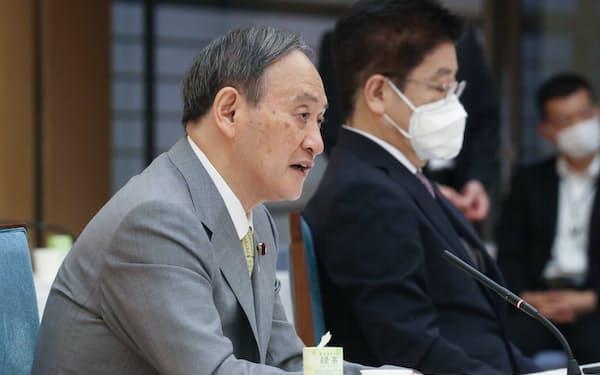 成長戦略会議であいさつする菅首相(2日、首相官邸)