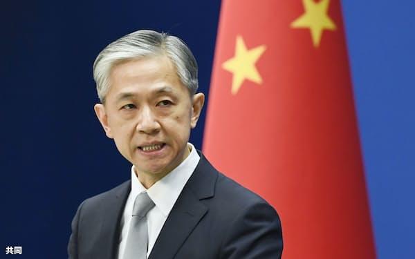 記者会見する中国外務省の汪文斌副報道局長=北京(共同)
