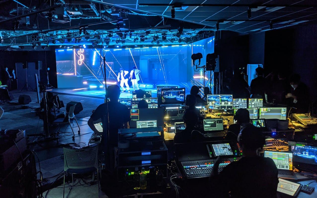 未来研スタジオは高精細なLEDディスプレーでステージを設けた(東京都港区)