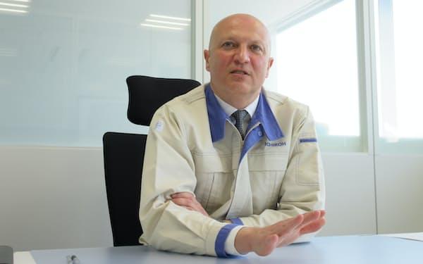 Christophe Vilatte 1996年ヴァレオクリマシステマ入社。2006年ヴァレオクライメートコントロール技術&空調部門社長などを経て、11年に市光工業経理本部長に就任。14年ライティング事業本部長。21年3月から現職。フランス出身。49歳。