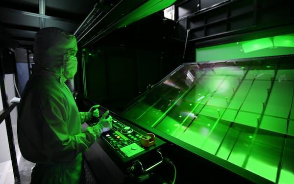 液晶パネル価格の異例の高騰で一度は撤退を決めたサムスンとLGDは生産続行を決めた(LGD工場)