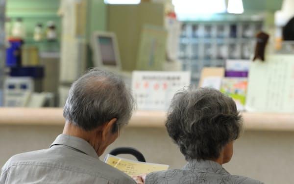 一定の所得のある後期高齢者の窓口負担を2割に引き上げる