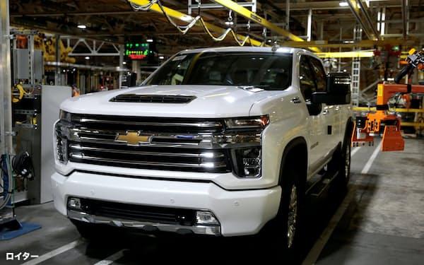 GMは7月から生産ペースを上げる(ミシガン州の完成車工場)=ロイター