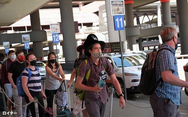 旅行者が増えてきた(5月28日、米ネバダ州ラスベガス)=ロイター