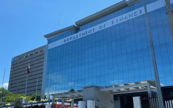 法人減税で製造業誘致につなげる(4日、フィリピン財務省)