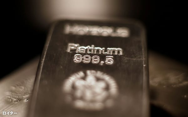 FILE PHOTO: Platinum bars are stacked at the safe deposit boxes room of the ProAurum gold house in Munich, Germany March 6, 2014.     REUTERS/Michael Dalder/File Photo