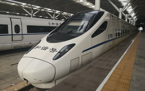 中国版新幹線「和諧号」の車両(20年6月、遼寧省大連市)