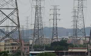 複合的な要因で電力不足に陥っている(4日、広州市)